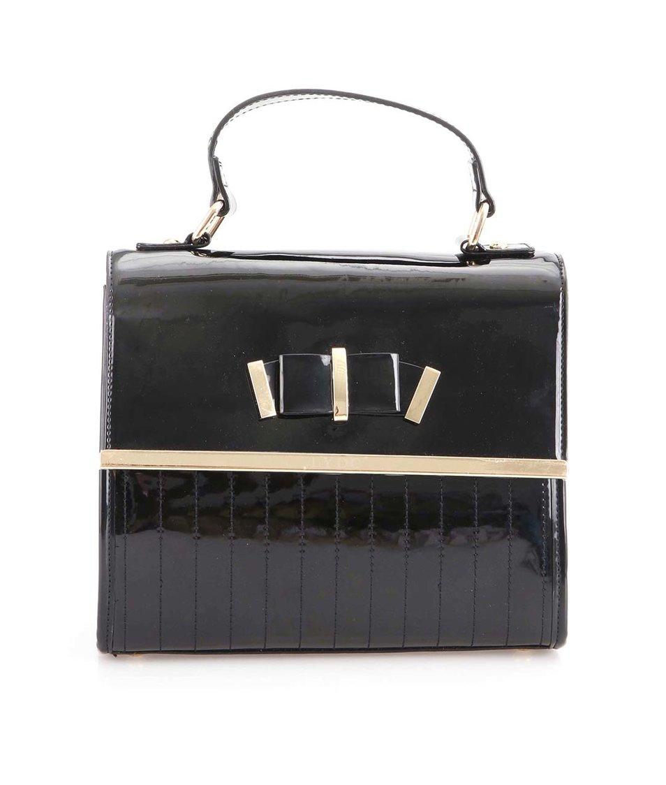 Černá lesklá kabelka s ozdobným motýlkem LYDC