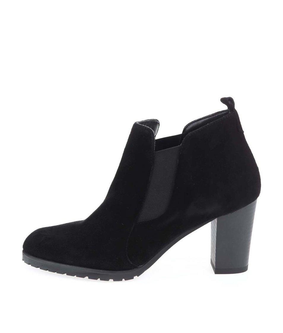 Černé kožené chelsea boty na podpatku Tamaris