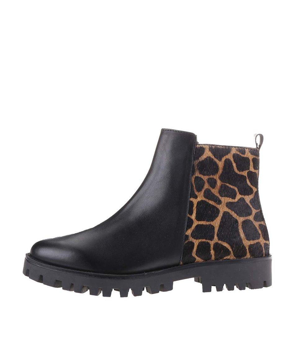 Černé dámské kožené boty s leopardím motivem s.Oliver
