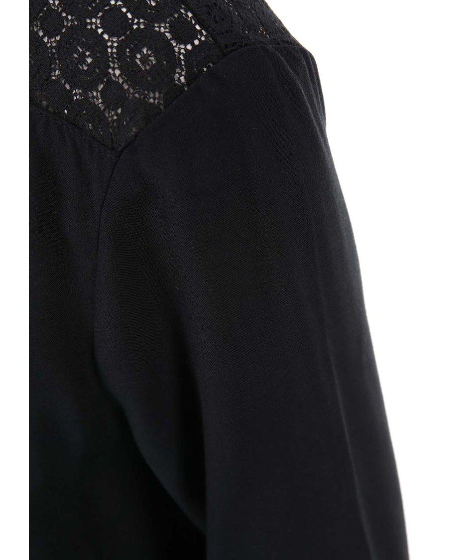 Černá halenka s krajkovými rameny Vero Moda Nova