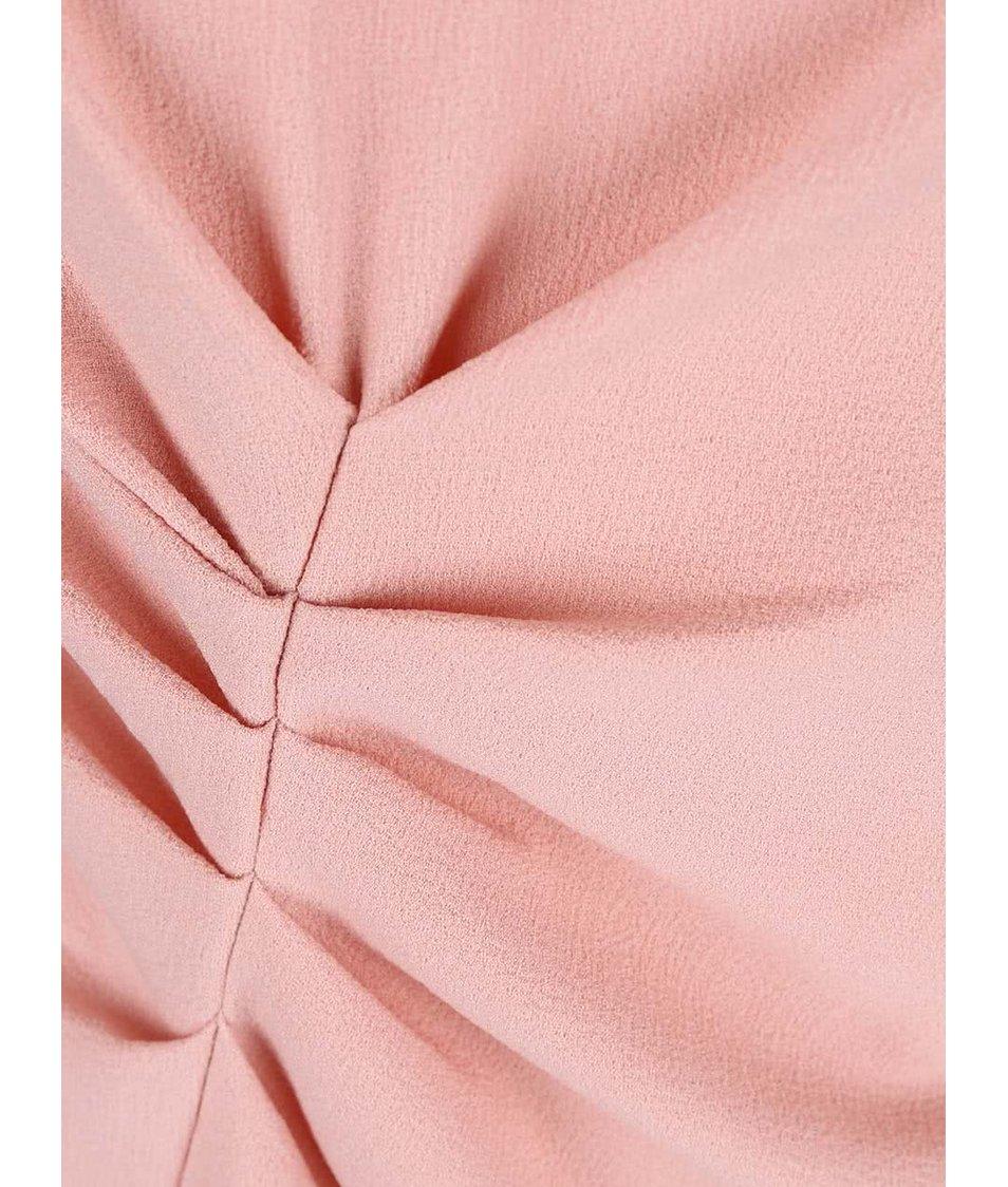 Růžové šaty zřasené v pase Closet