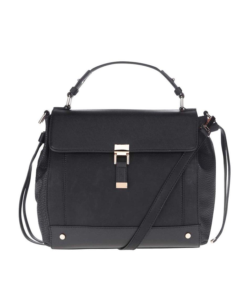 Černá kabelka přes rameno s detaily ve zlaté barvě Miss Selfridge