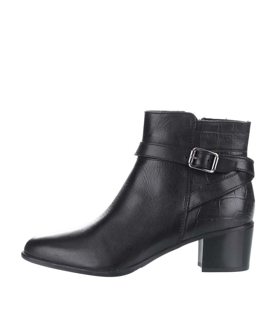 Černé kožené kotníkové boty s přezkou ve stříbrné barvě Tamaris