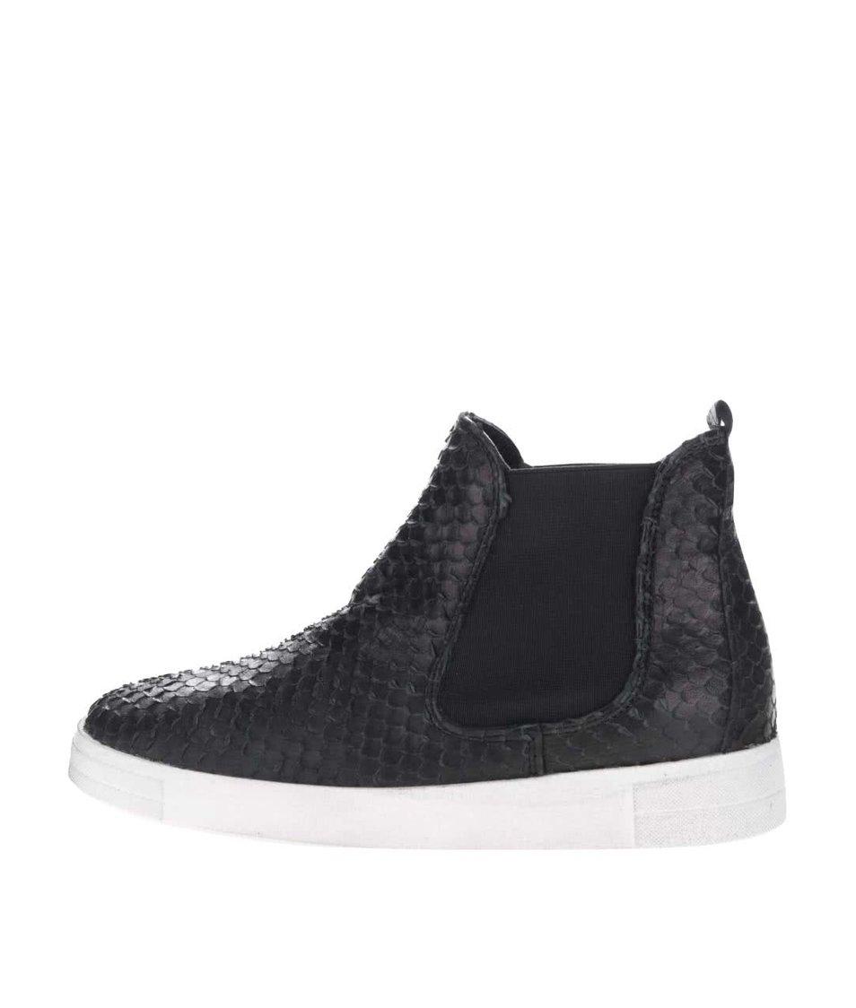 Černé kožené chelsea boty s krémovou podrážkou Tamaris