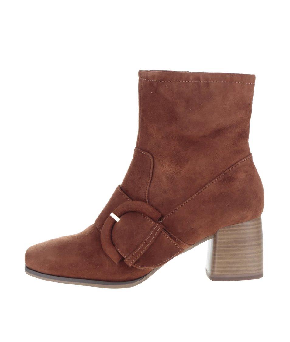 Hnědé semišové boty s přezkou Tamaris