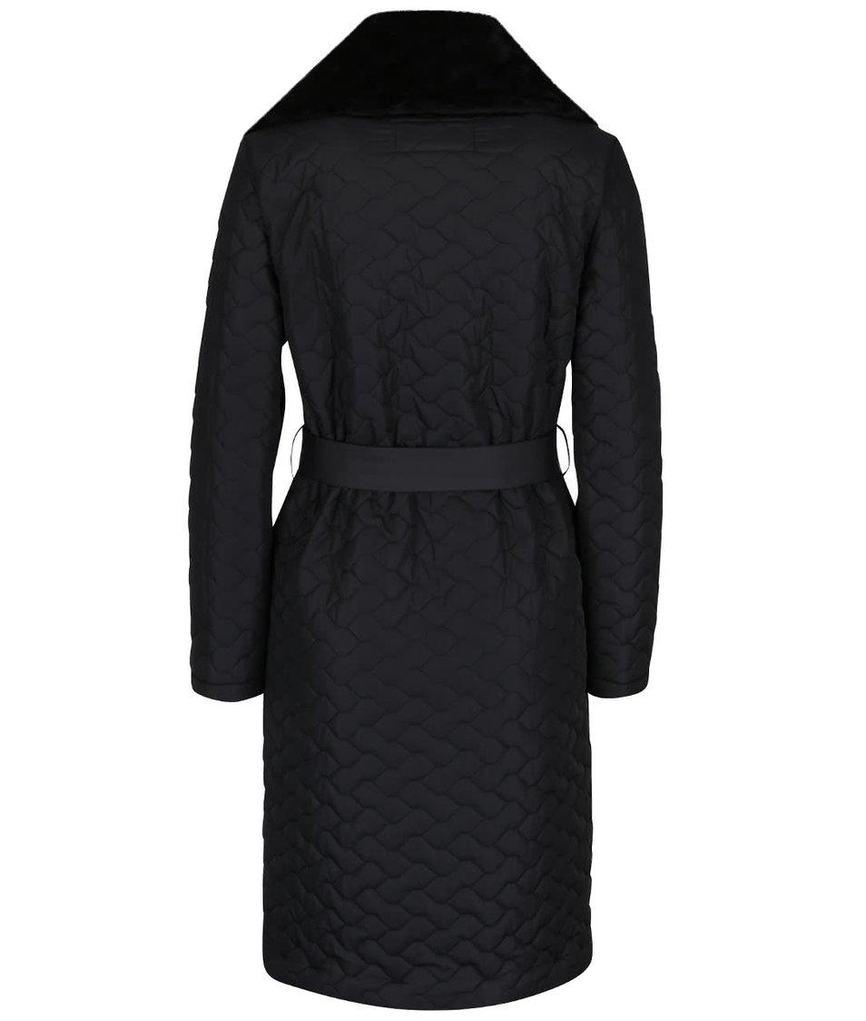 Černý dámský prošívaný kabát s umělou kožešinou a páskem Pietro Filipi