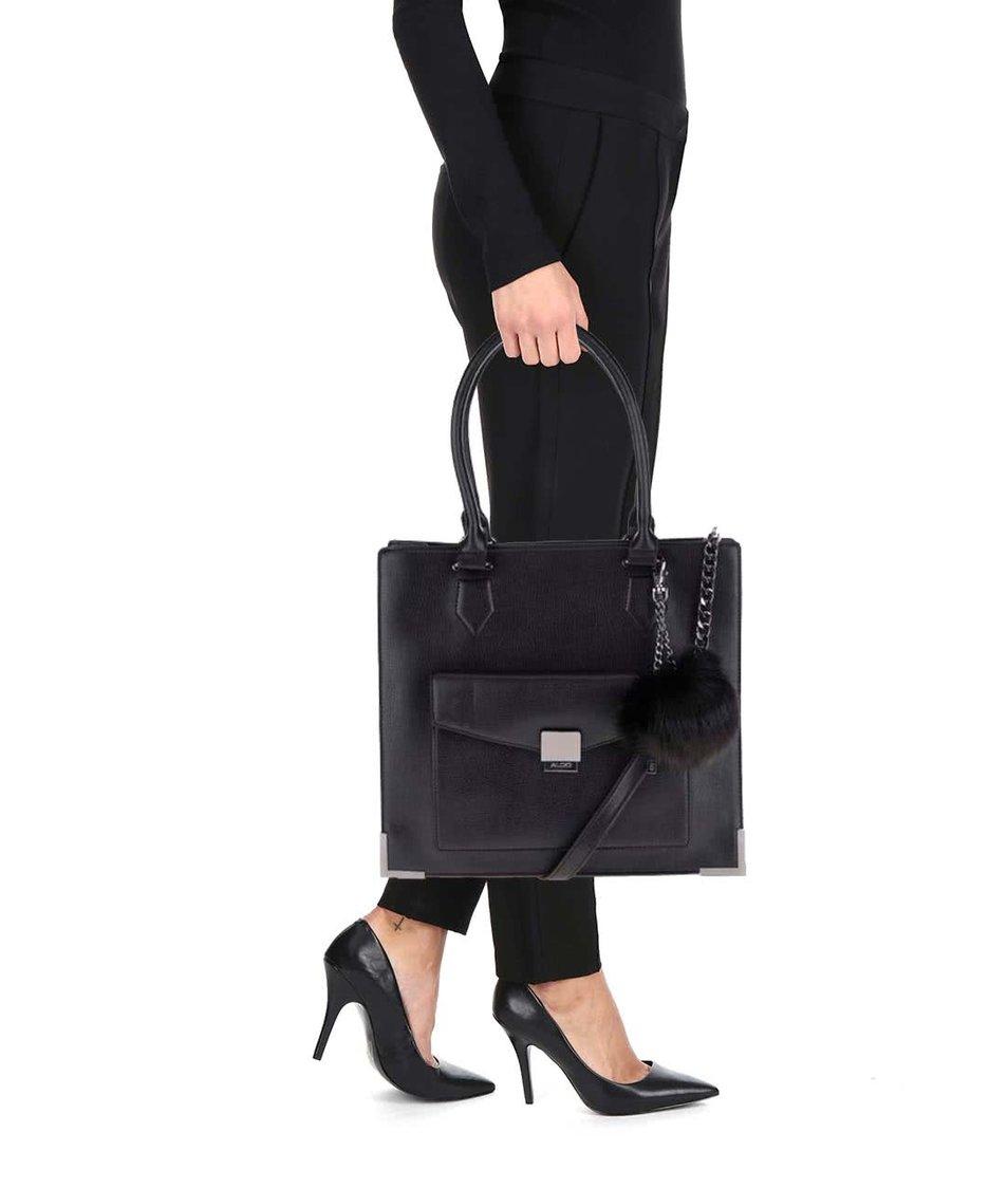 Černá kabelka s přední kapsou a přívěškem ALDO Capricorn