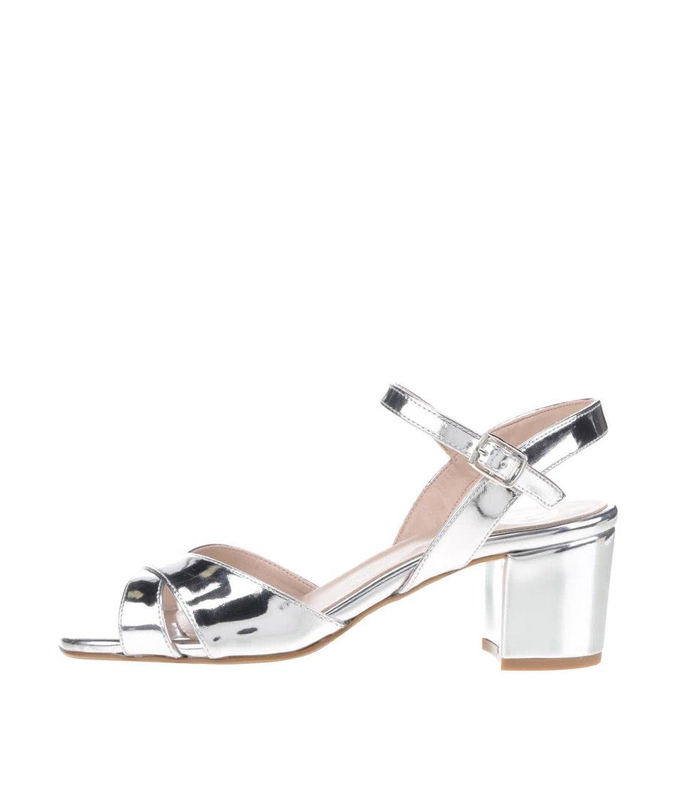 Lesklé sandálky na podpatku ve stříbrné barvě OJJU