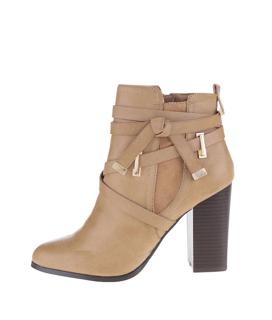 Světle hnědé kotníkové boty na podpatku s detaily ve zlaté barvě Miss Selfridge