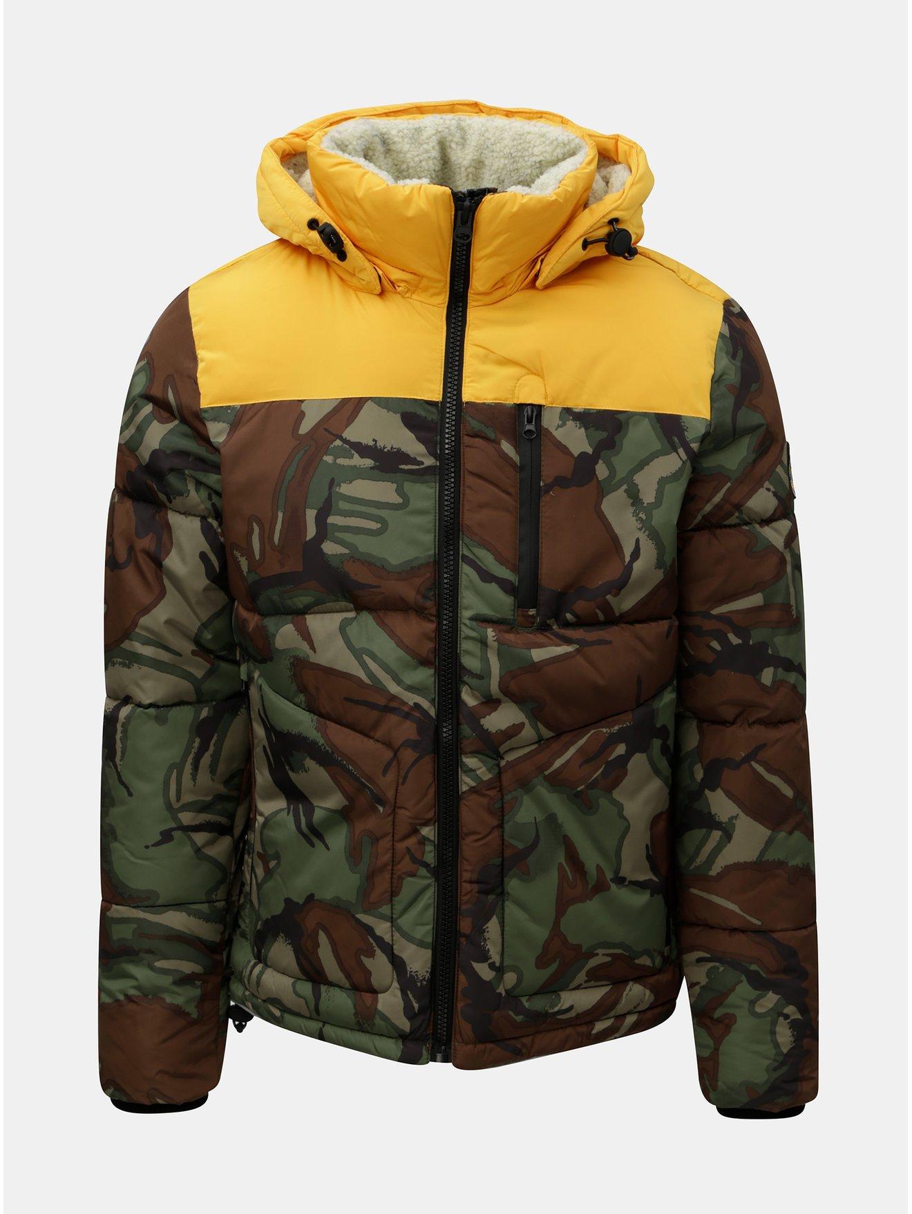Zeleno-hnědá pánská zimní maskáčová bunda s umělým kožíškem v kapuci Superdry Expedition