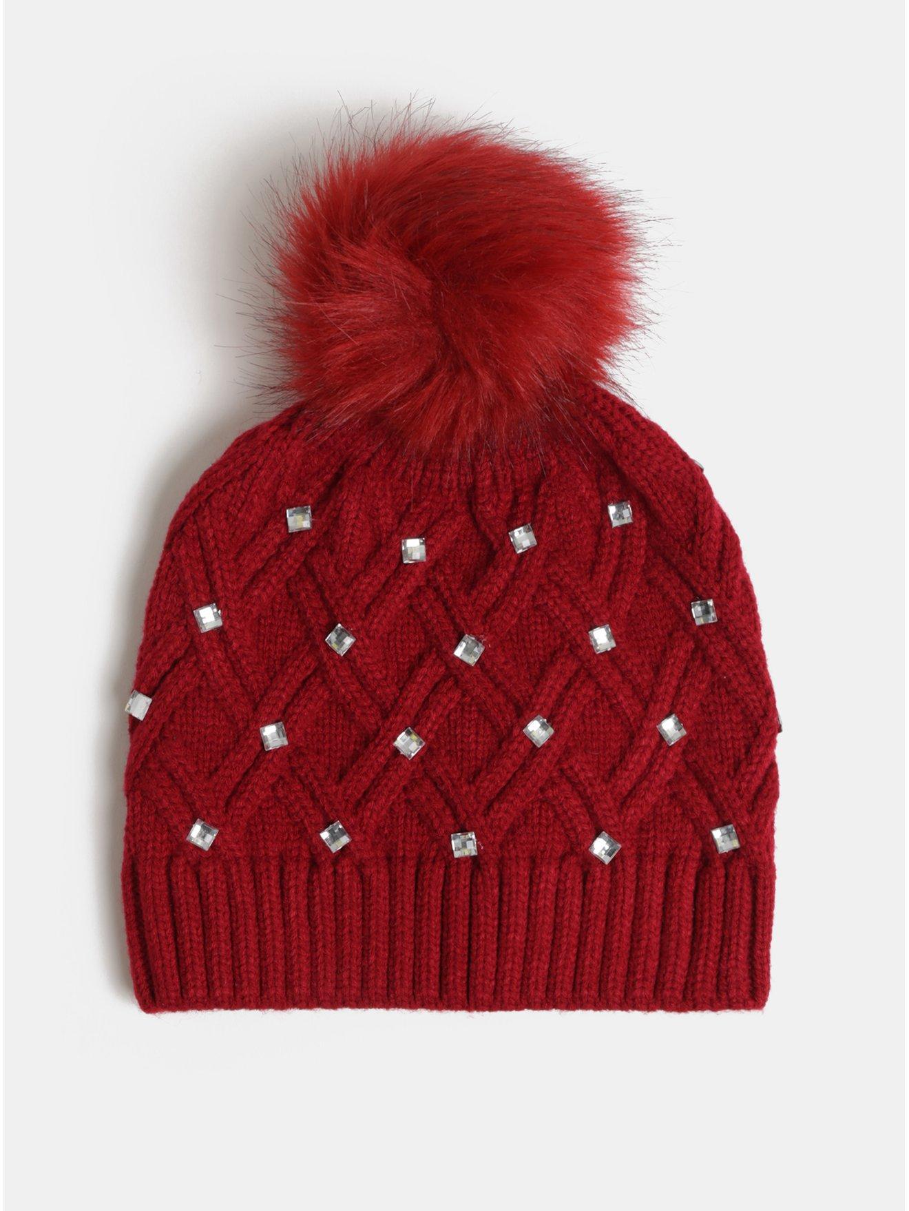 Červená čepice s bambulí a ozdobnými kamínky v dárkovém balení Something Special Diamante hat
