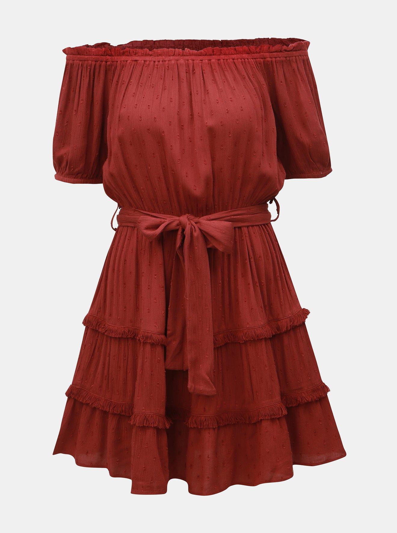Vínové šaty s odhalenými rameny Miss Selfridge