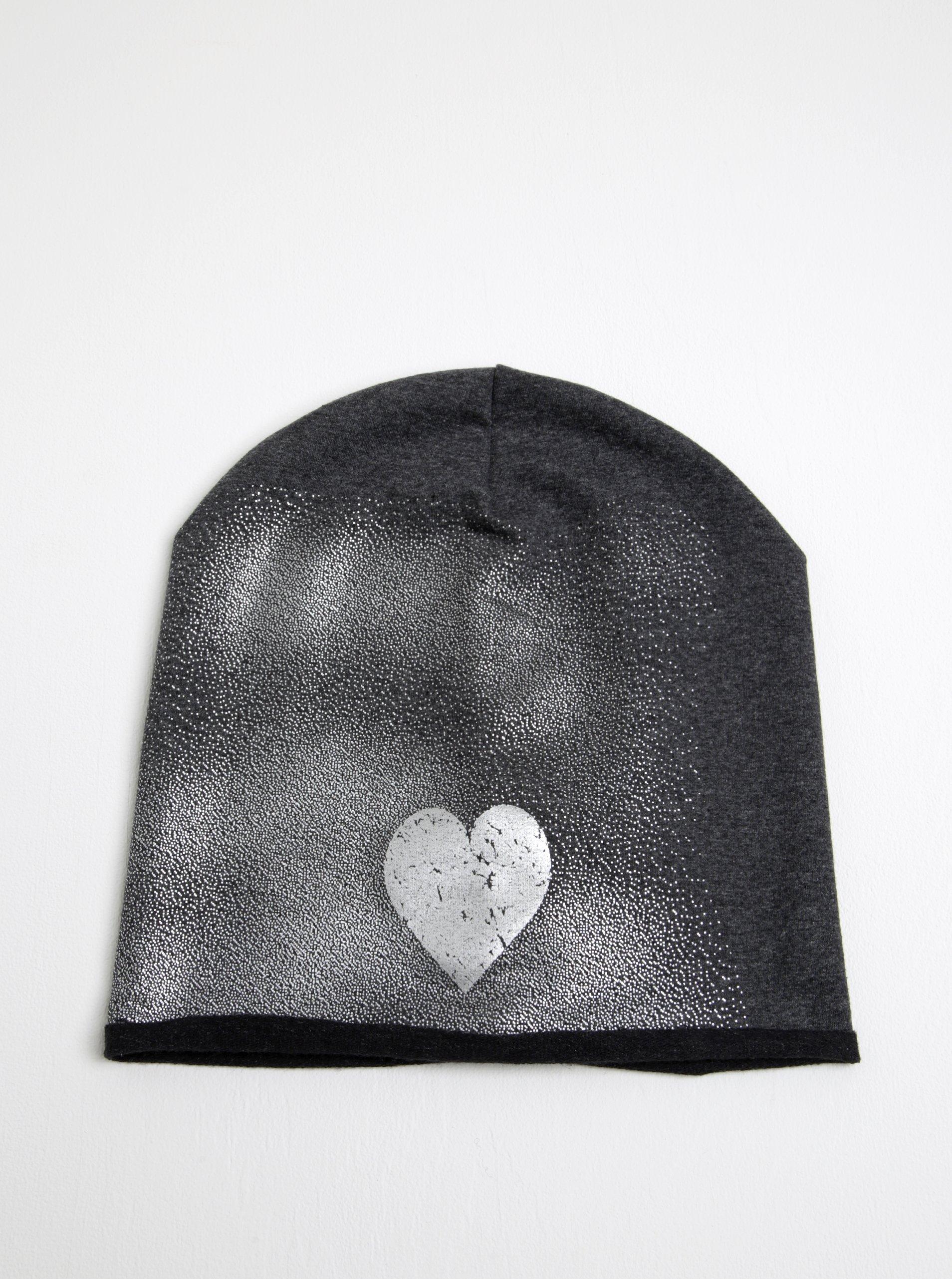 Tmavě šedá holčičí čepice s motivem srdce 5.10.15.