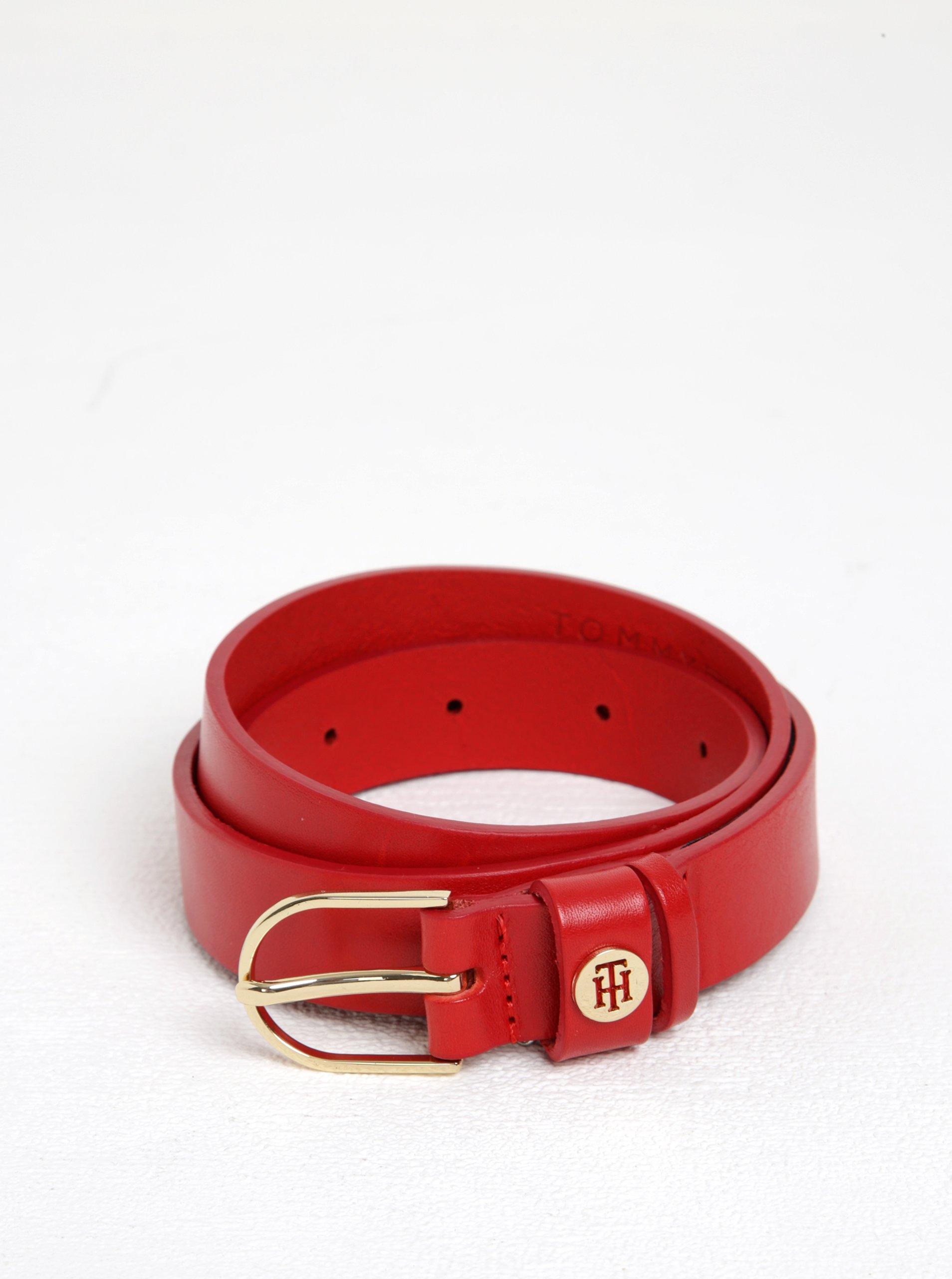 Červený dámský kožený pásek s přezkou ve zlaté barvě Tommy Hilfiger