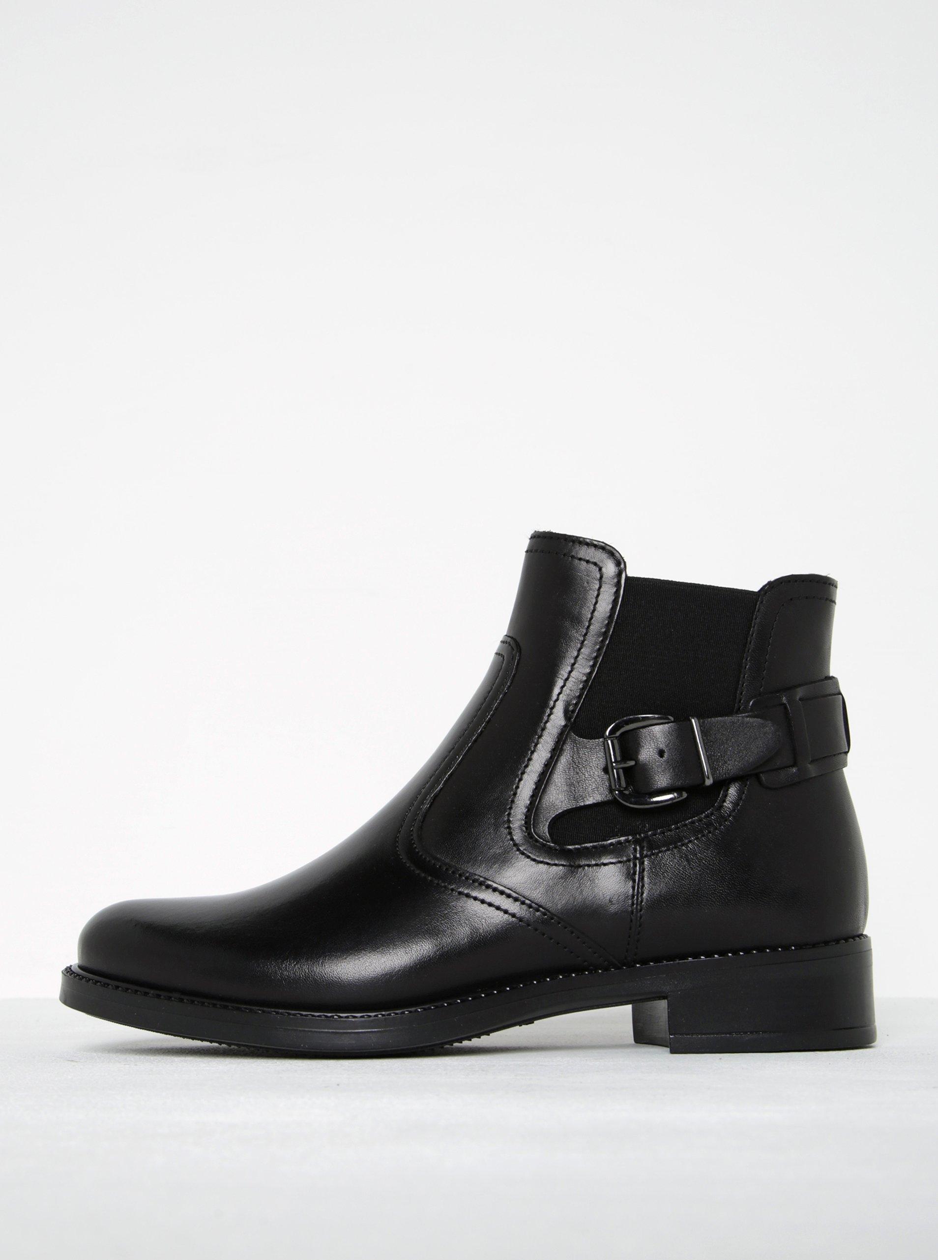 Černé kožené chelsea boty s přezkou Tamaris