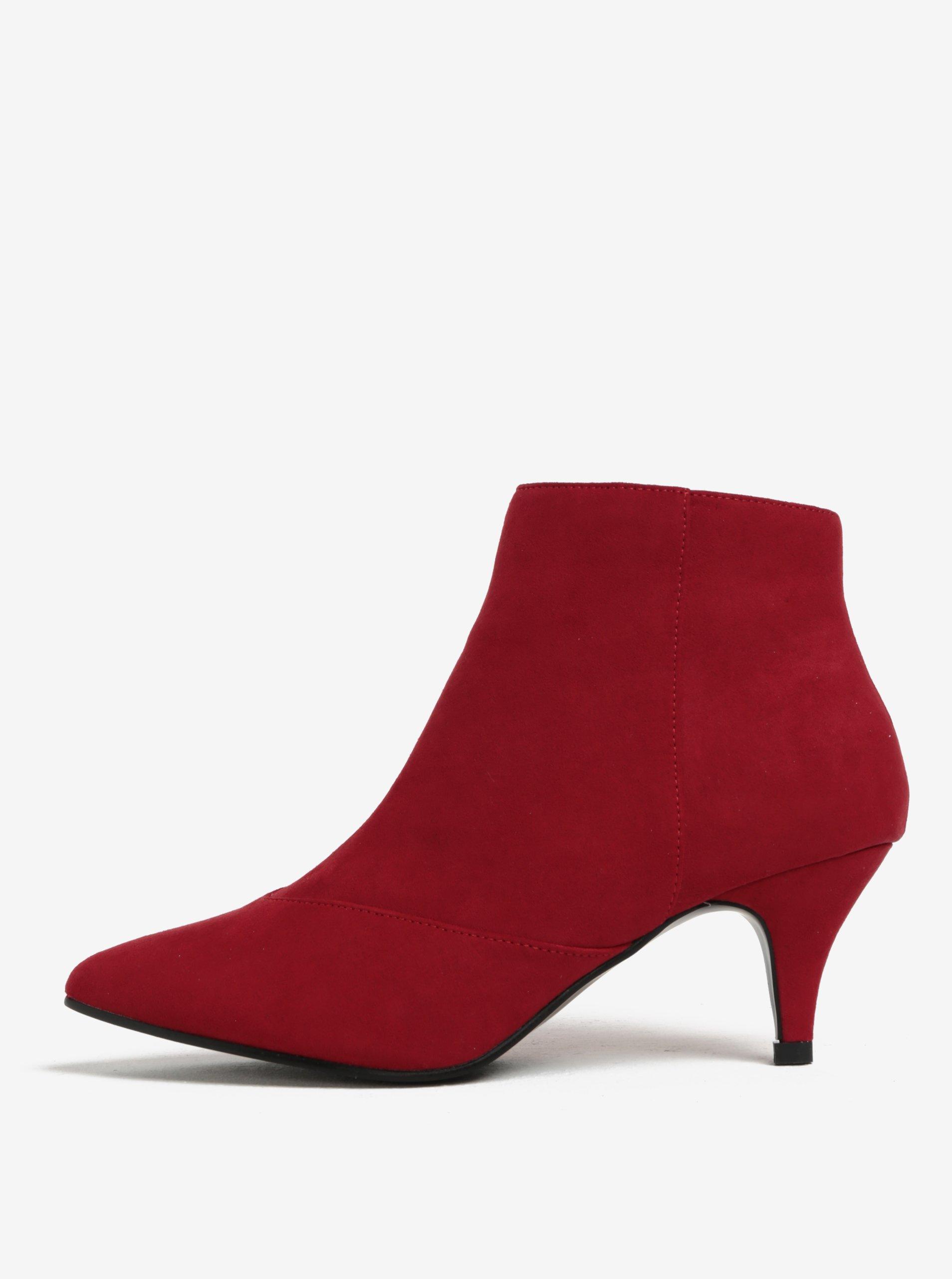 Červené kotníkové boty na podpatku v semišové úpravě Miss Selfridge