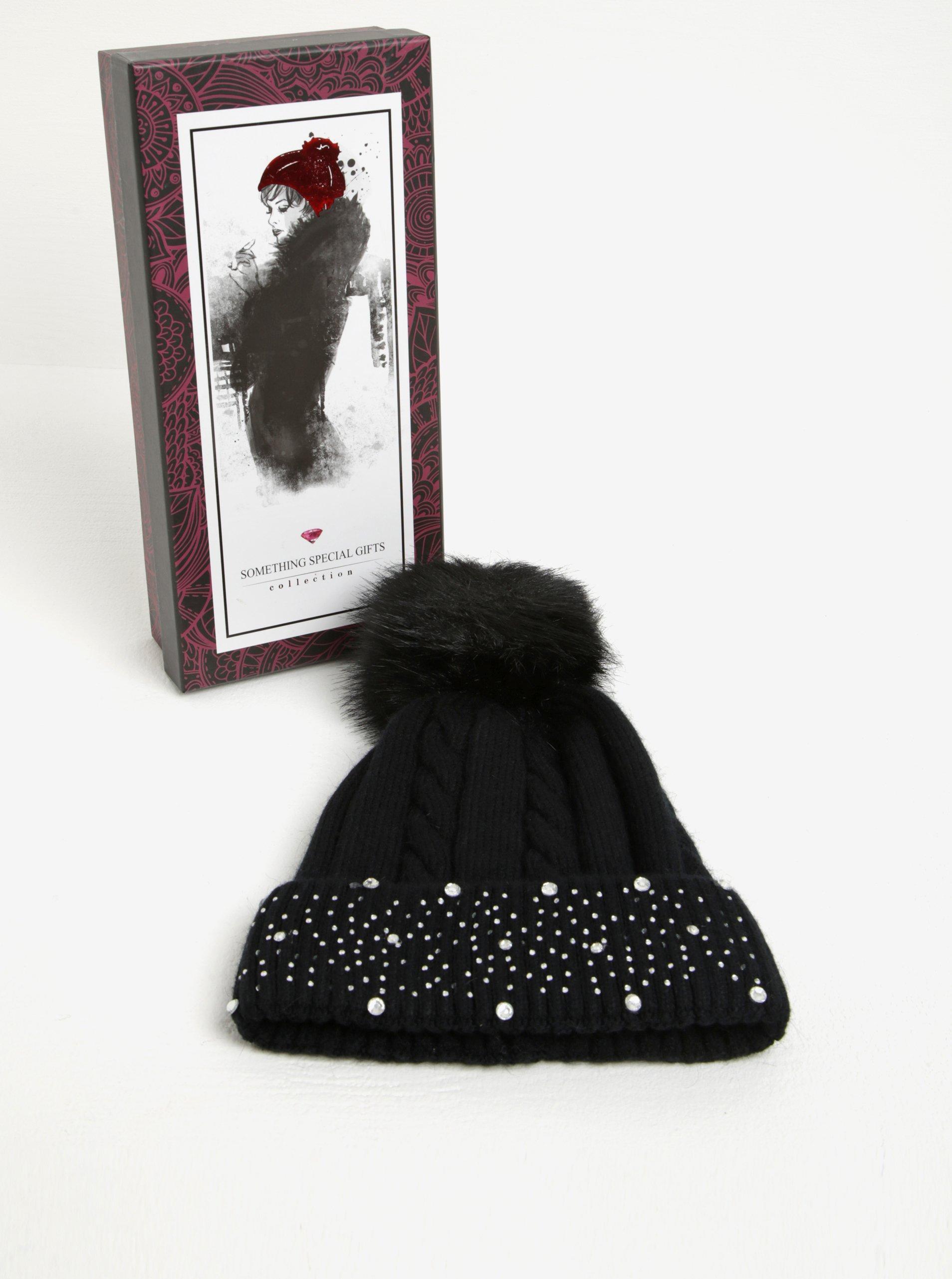 Černá dámská čepice s bambulí a aplikací Something Special