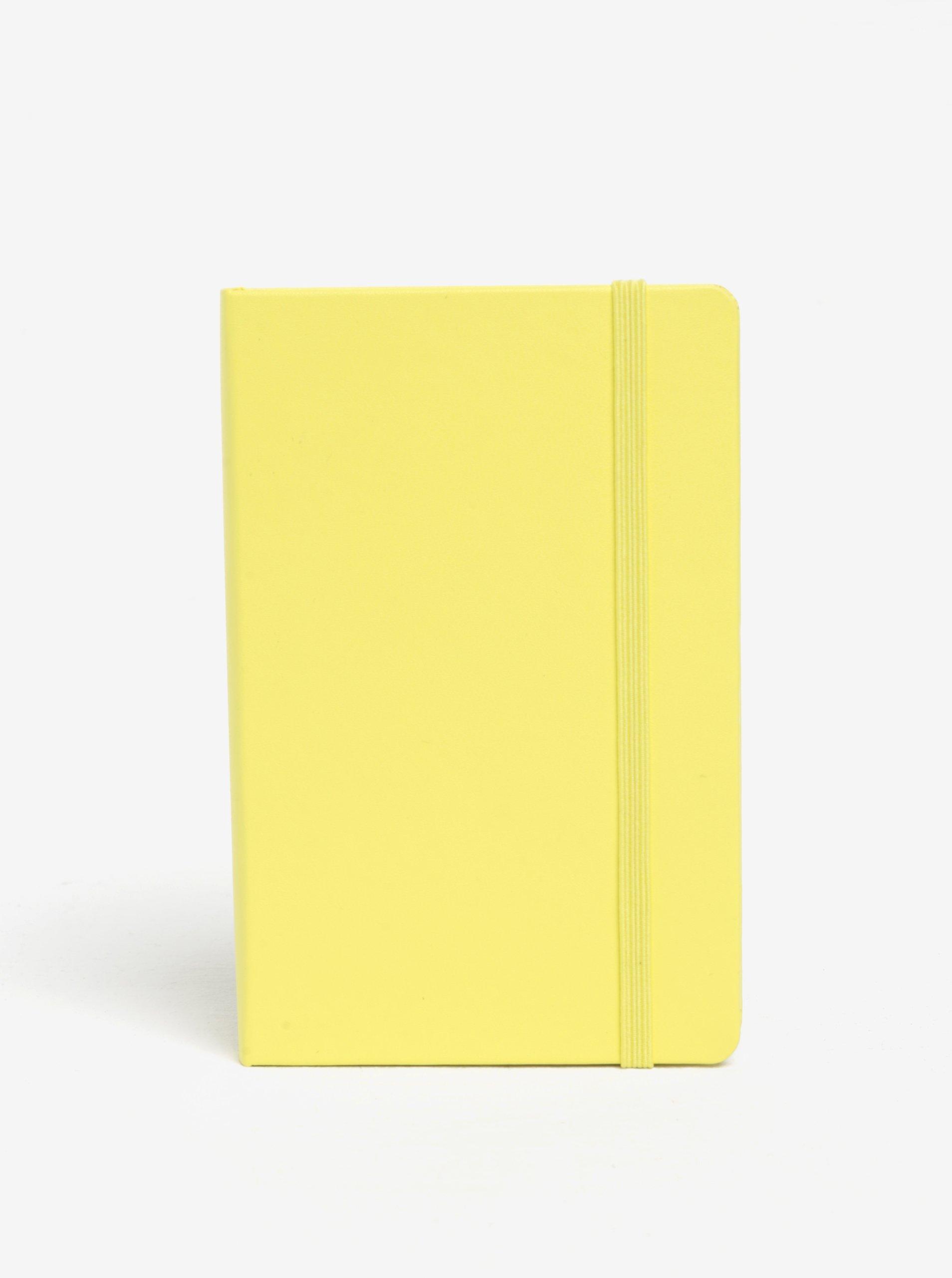 Žlutý malý nelinkovaný zápisník v měkké vazbě Moleskine
