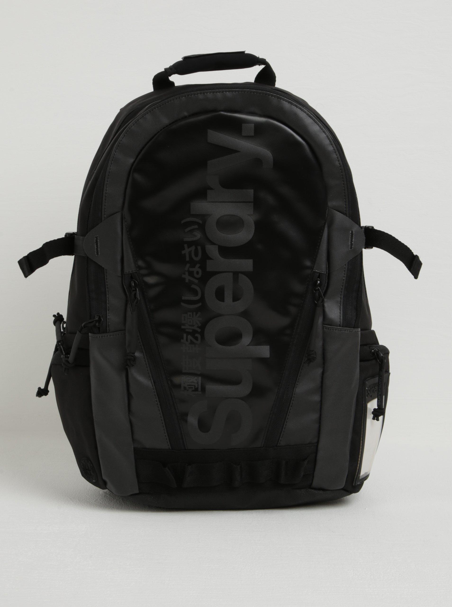 Černý batoh s logem Superdry Mono 21 l