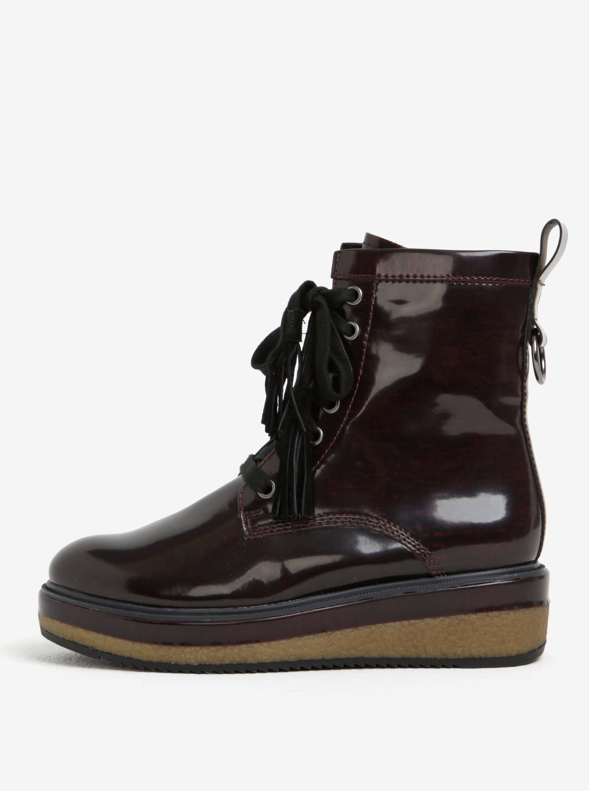 Vínové lesklé kotníkové boty na platformě Tamaris