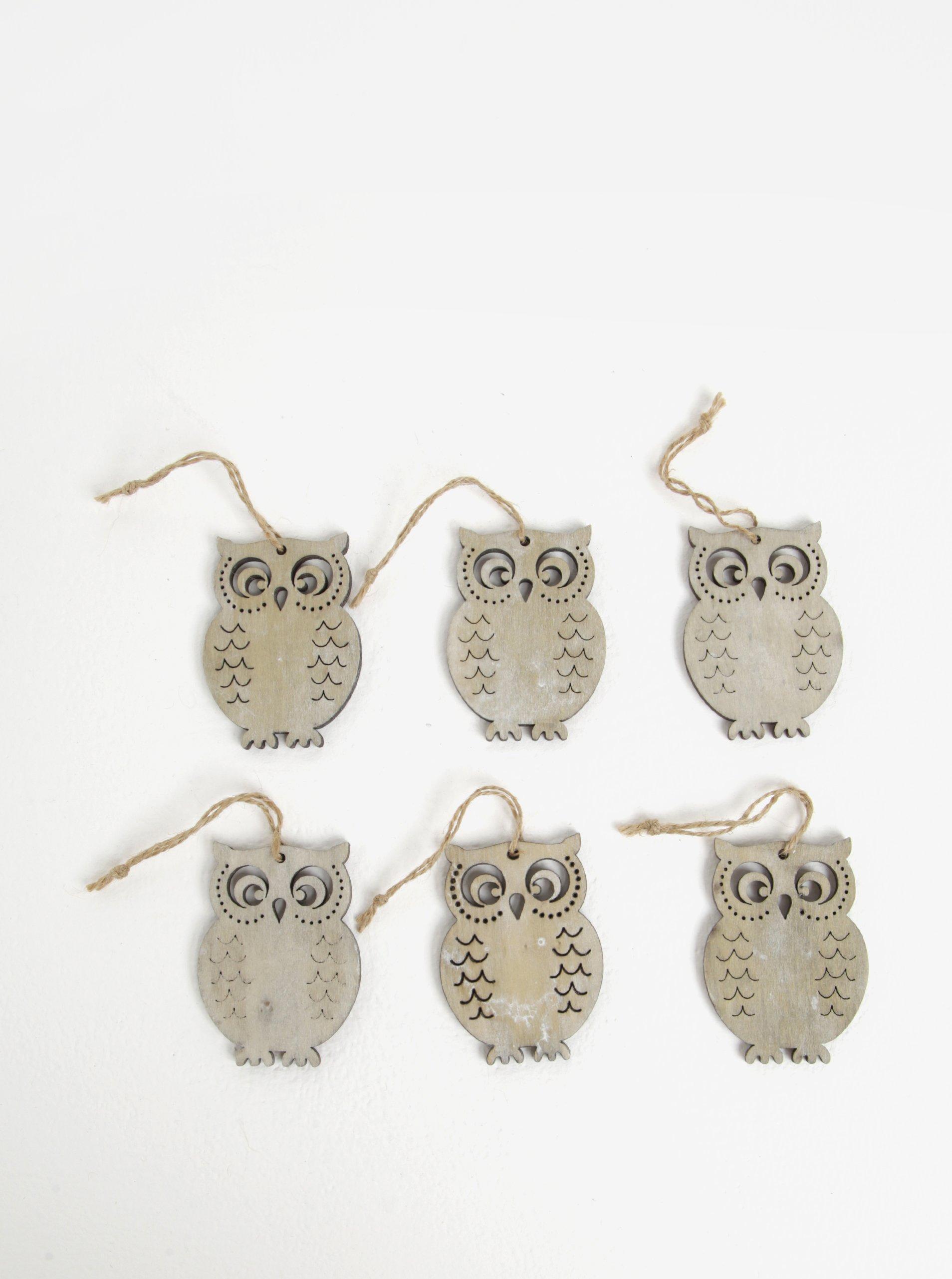 Sada šesti kusů dřevěné závěsné dekorace ve tvaru sov v šedé barvě Dakls
