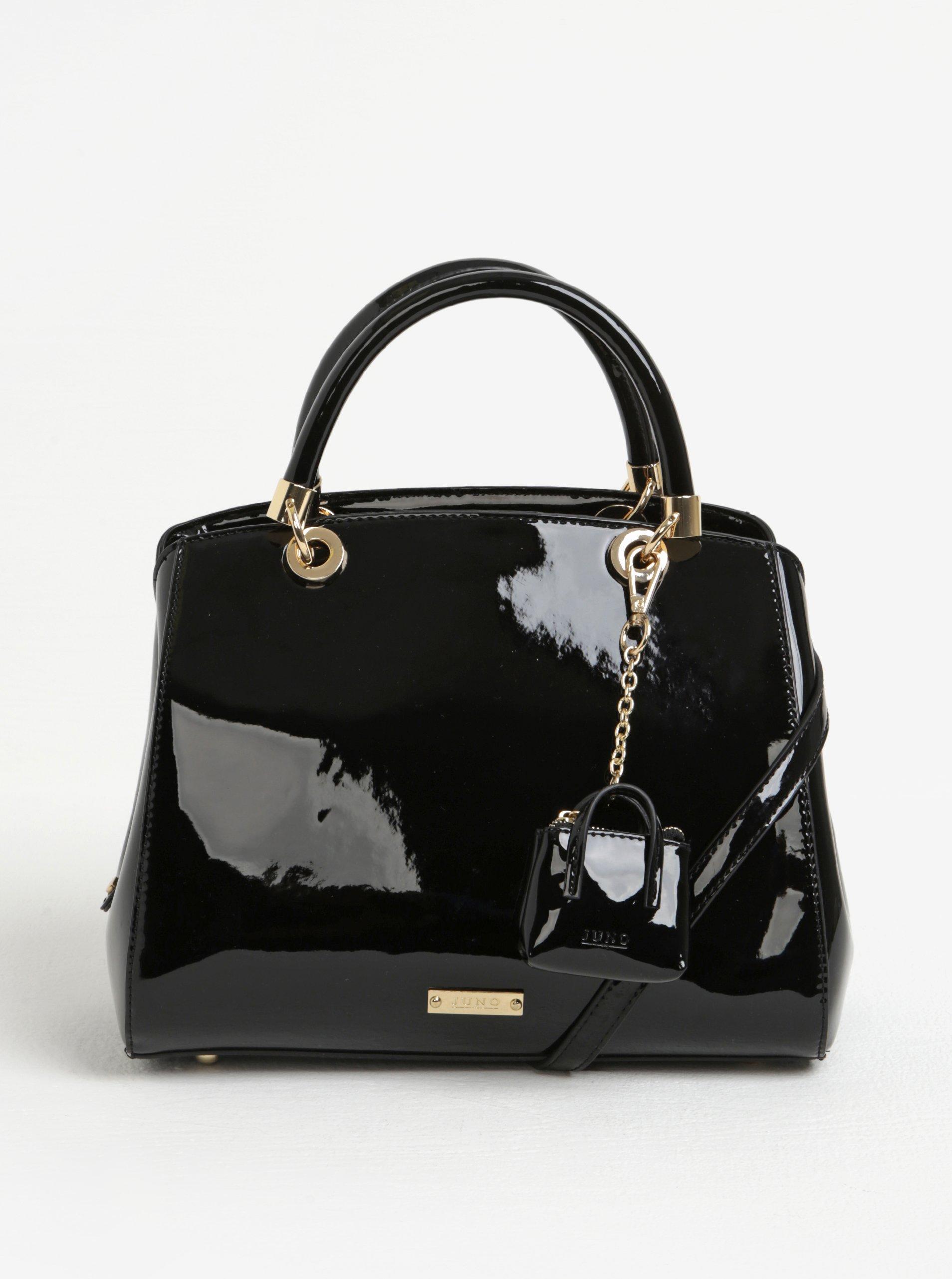 Čierna lesklá kabelka do ruky s príveskom Juno