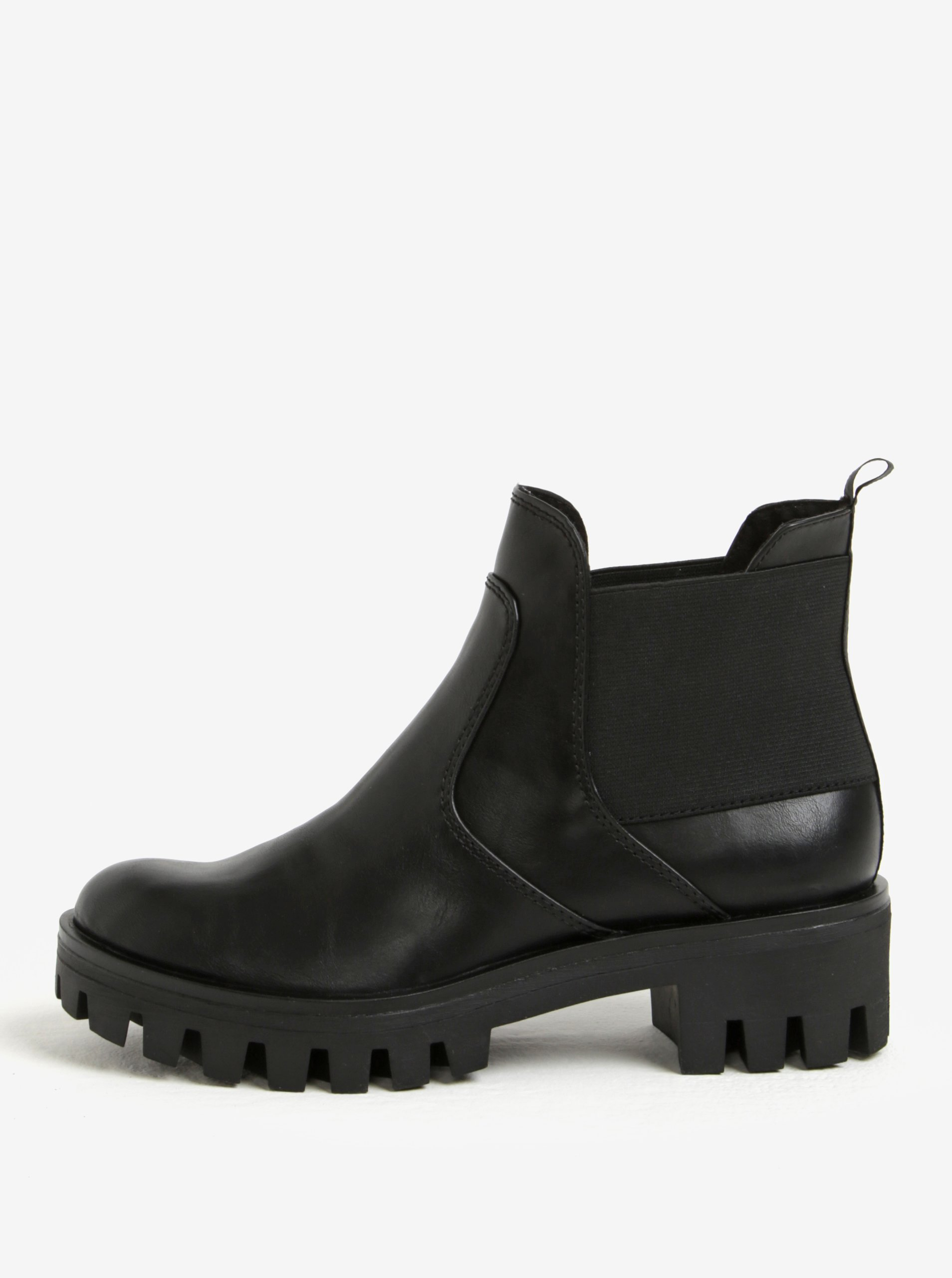 Černé chelsea boty na nízké platformě Tamaris