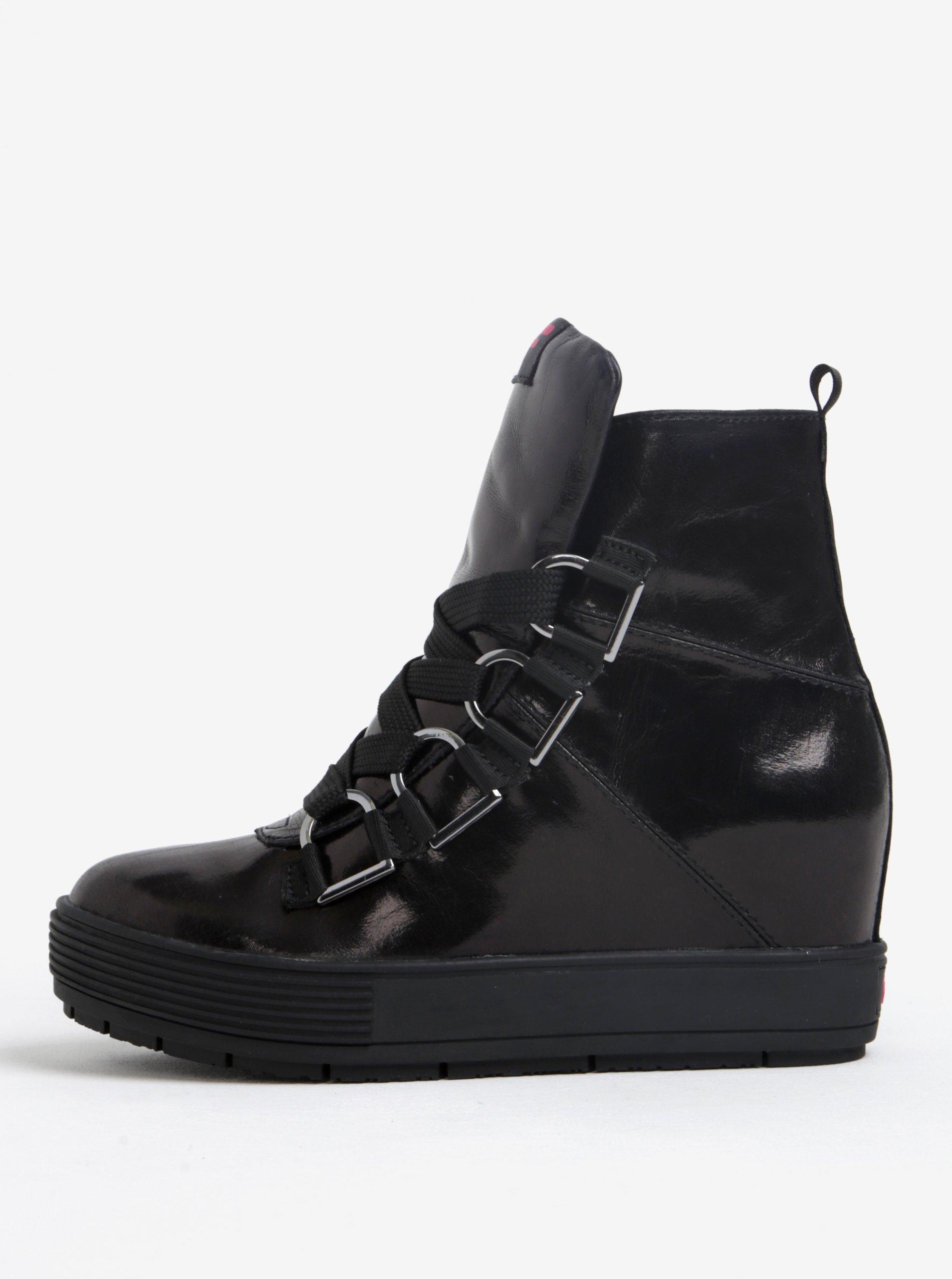 Černé kotníkové boty na platformě Fornarina Meti