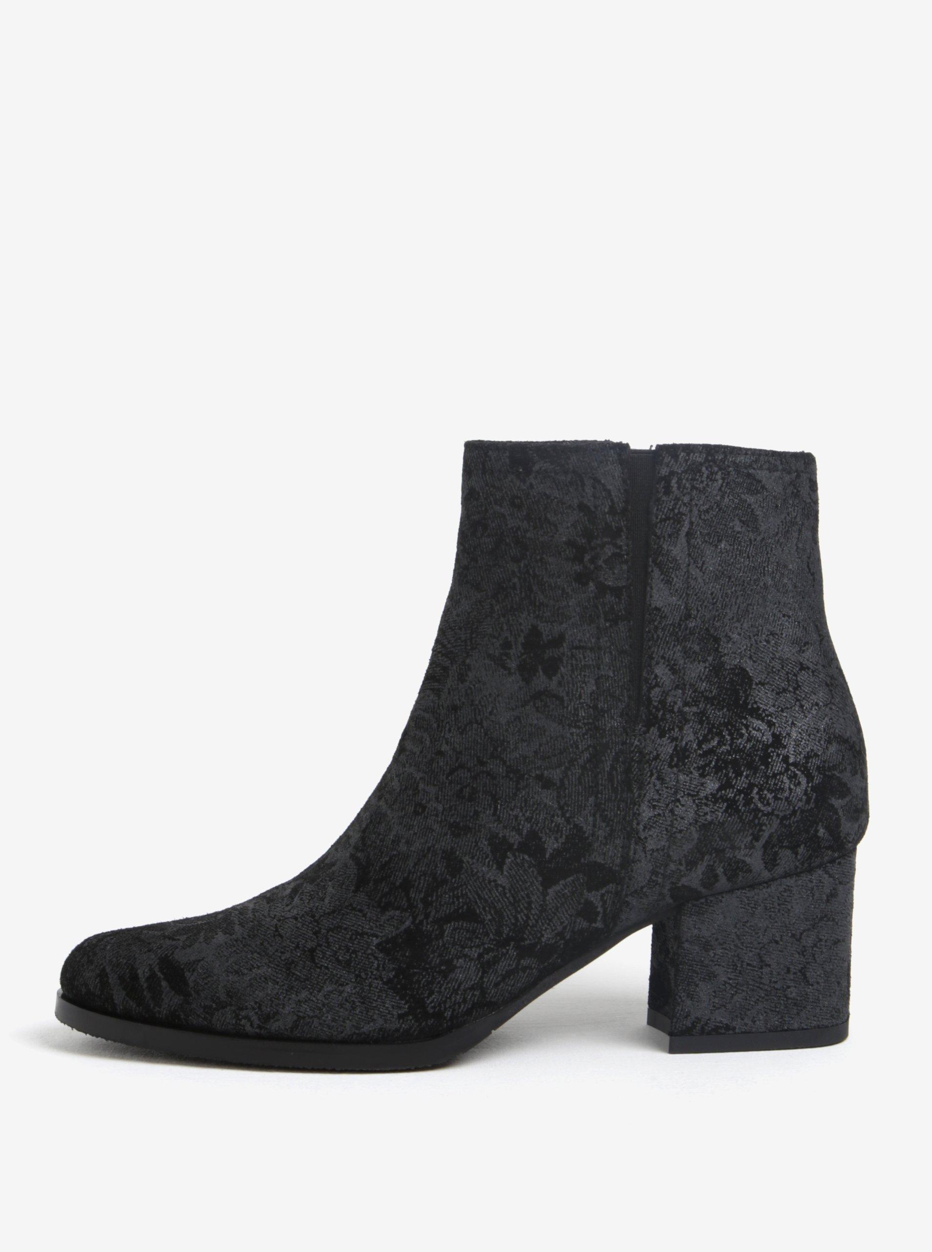 Černé kožené kotníkové květované boty Tamaris