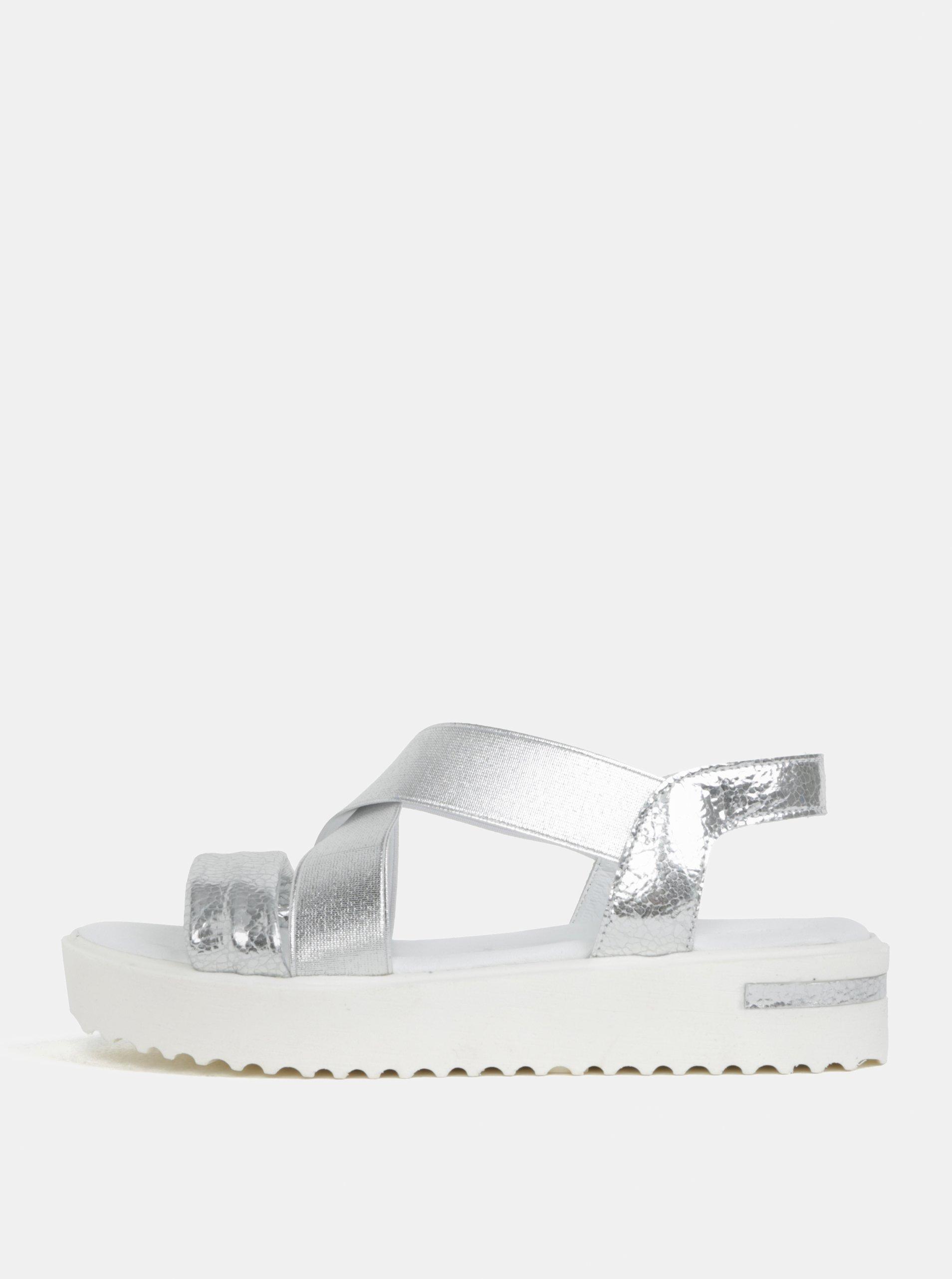 Sandály ve stříbrné barvě na platformě Tamaris aa54004781