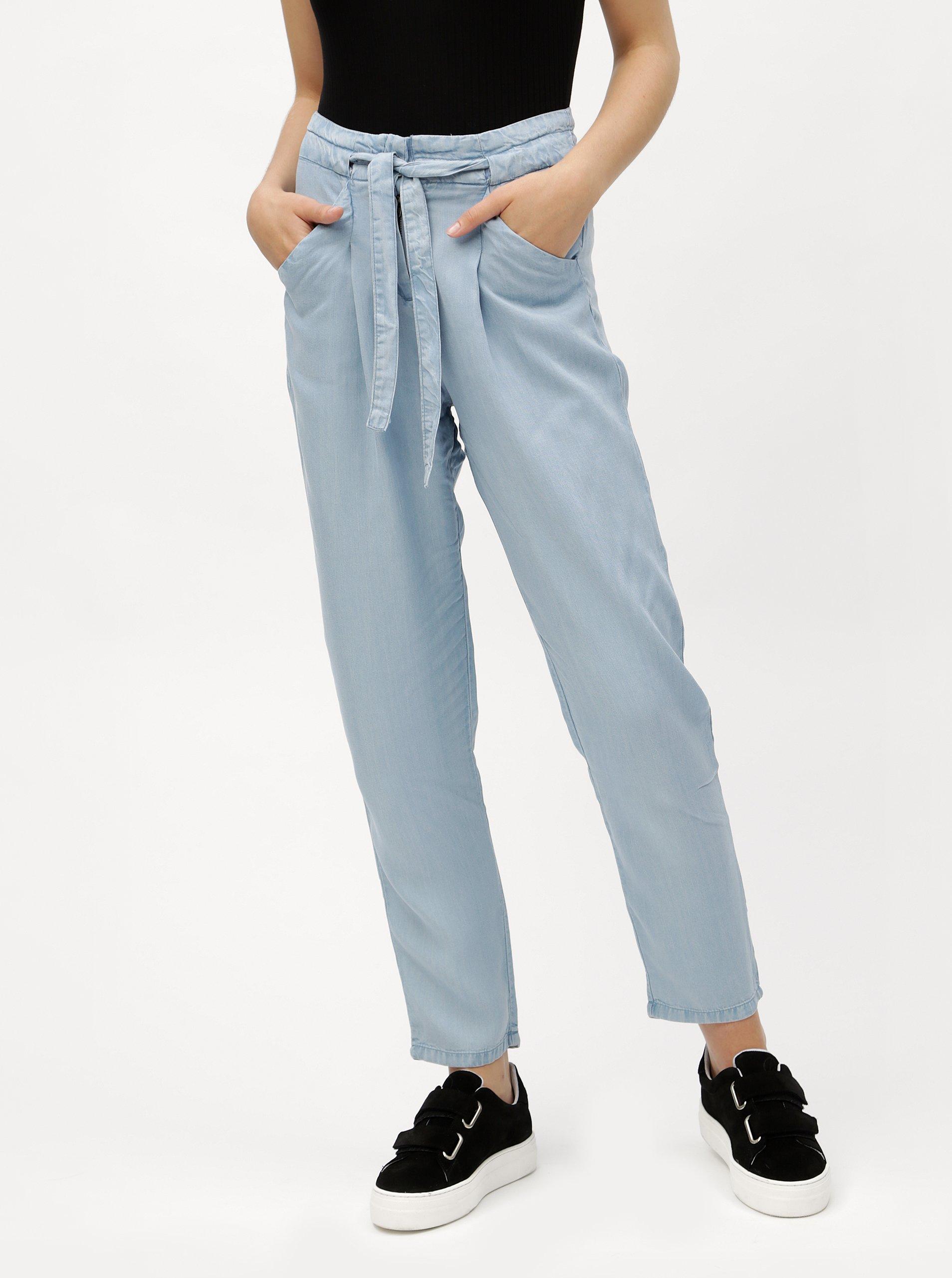 db3dbeb197e Světle modré volné kalhoty se zavazováním VERO MODA Breeze