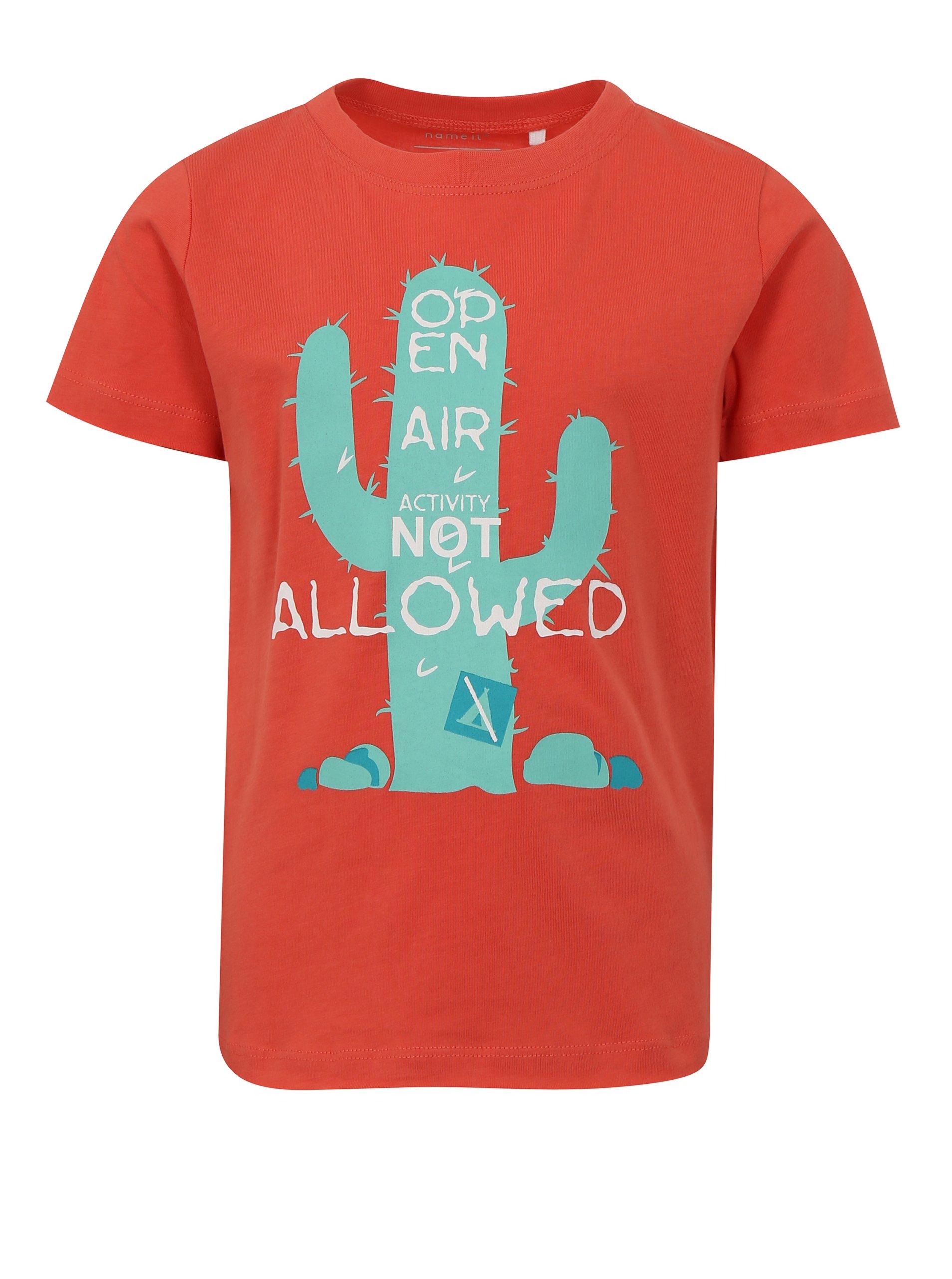 Korálové klučičí tričko s potiskem kaktusu name it Helm