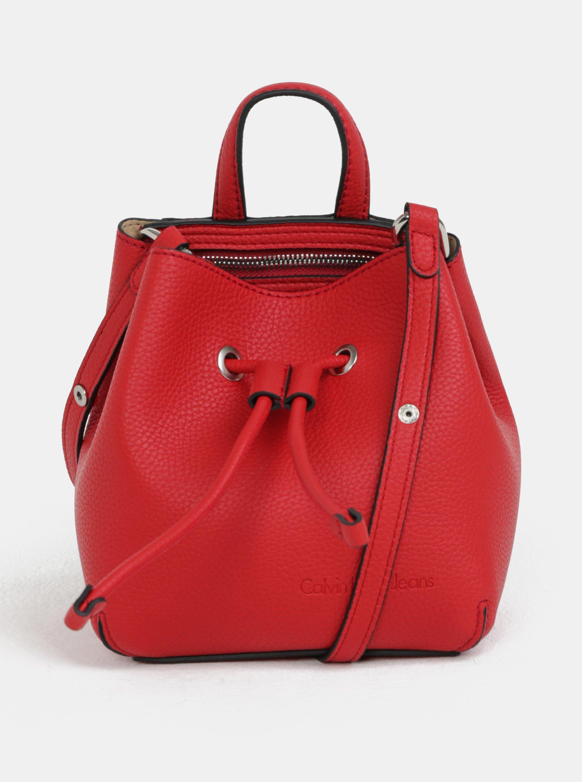 c0523a6fd3 Červená malá koženková vaková kabelka Calvin Klein Jeans
