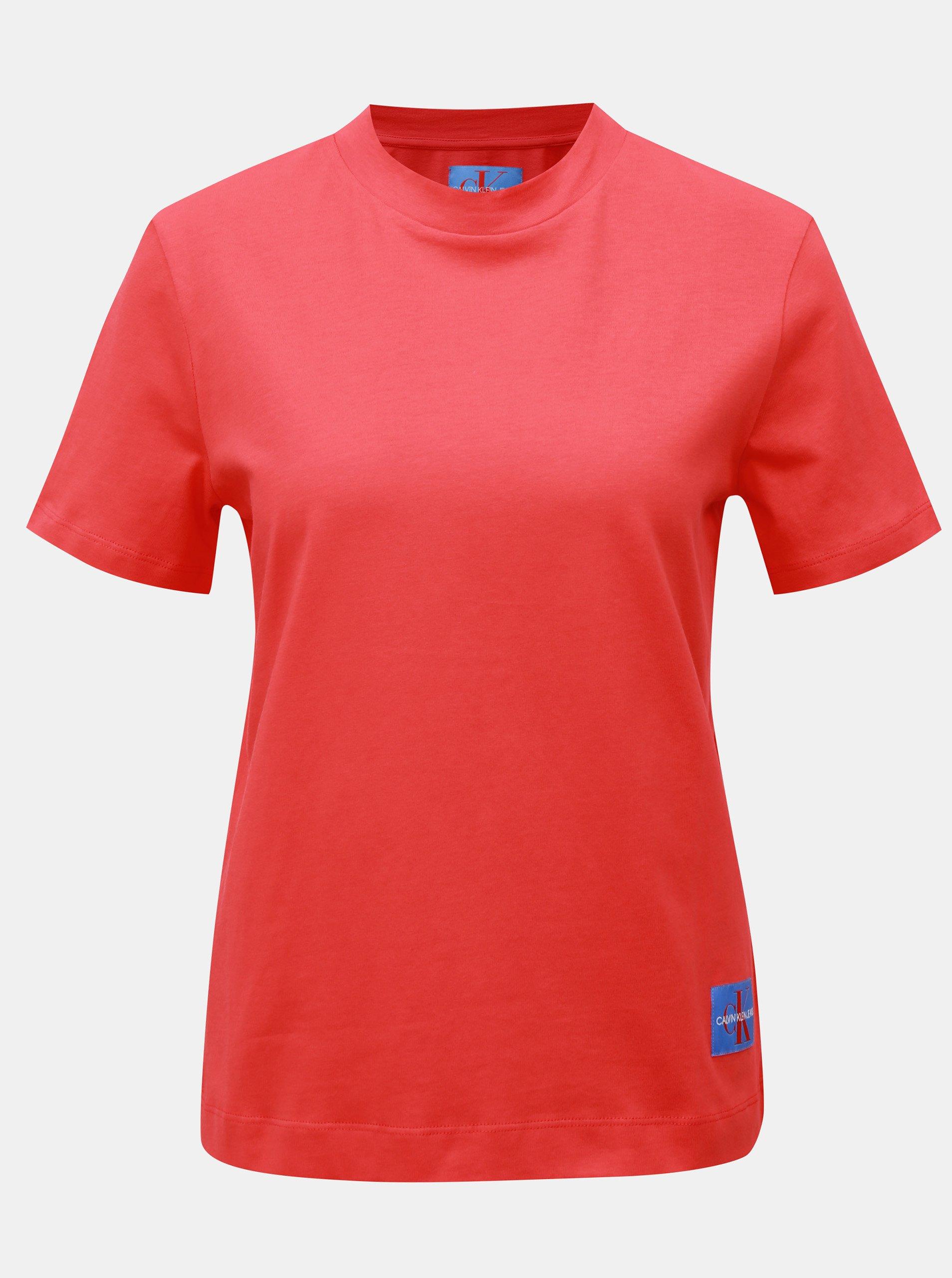 Fotografie Červené dámské tričko s nášivkou Calvin Klein Jeans