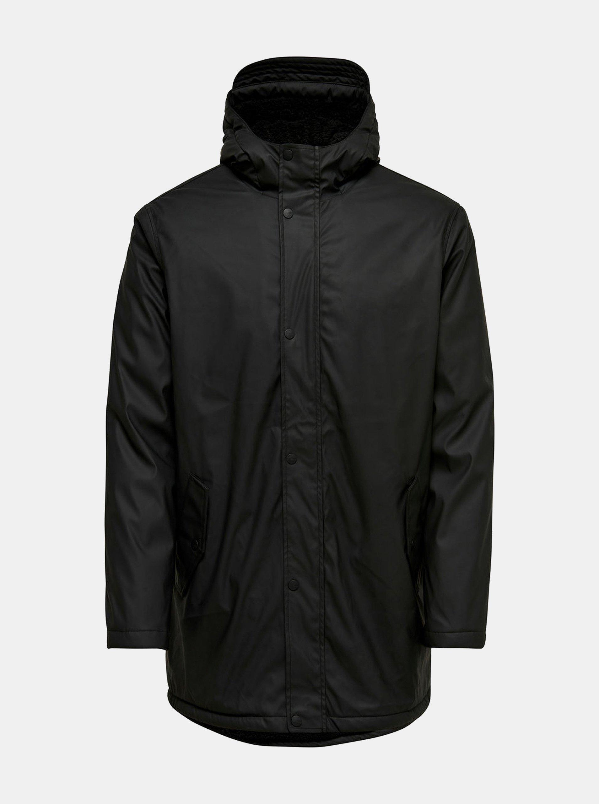 Černá nepromokavá bunda s kapucí ONLY & SONS