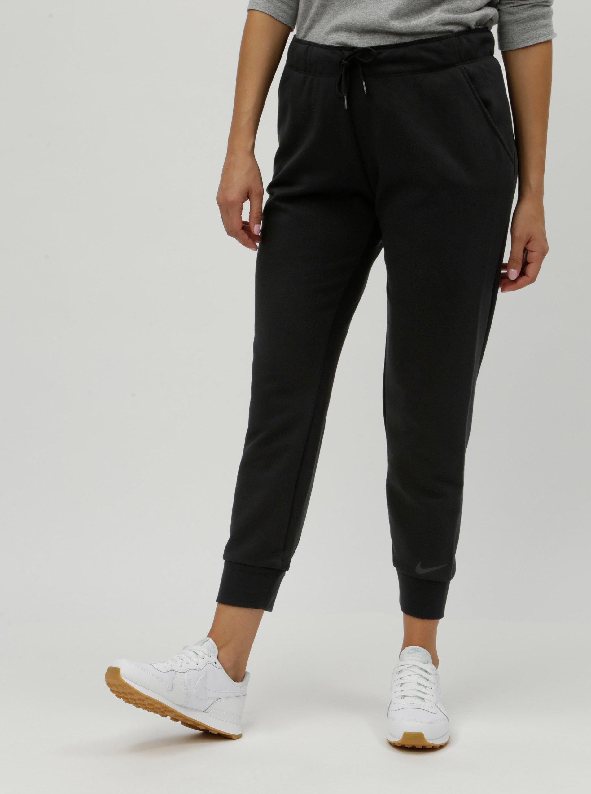 5ea76fb8cdd1 Čierne dámske tepláky Nike Dry