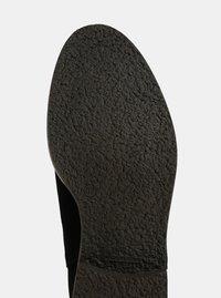 Černé semišové chelsea boty OJJU - 4