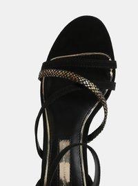Černé sandálky v semišové úpravě na jehlovém podpatku Dorothy Perkins - 2
