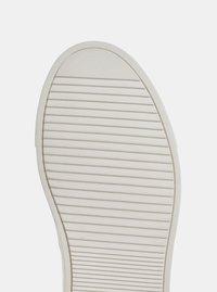 Bílé kožené tenisky s motivem KARL LAGERFELD - 2