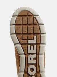 Hnědé dámské zimní voděodolné semišové kotníkové boty SOREL Explorer Joan - 3