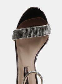 Metalické sandálky na vysokém podpatku Dorothy Perkins - 3