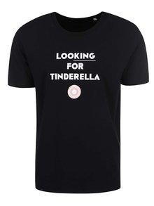 """Tricou ZOOT Original""""Looking for Tinderella"""",  negru, pentru bărbați"""