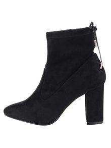 Černé kotníkové boty na podpatku v semišové úpravě Dorothy Perkins