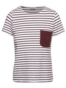 Vínovo-biele pruhované tričko s vreckom Noisy May