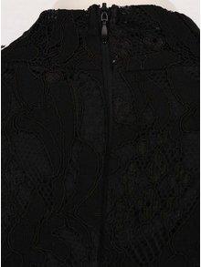Černé krajkové šaty s 3/4 rukávem AX Paris