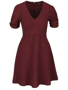 Vínové šaty s nařasenými rukávy Miss Selfridge