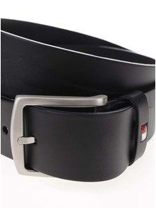 Černý pánský kožený pásek s přezkou Tommy Hilfiger