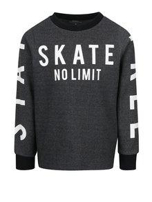 Bluză gri melanj închis cu imprimeu text name it Drake pentru băieți