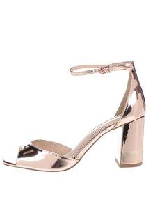 Metalické boty na podpatku v růžovozlaté barvě Miss KG