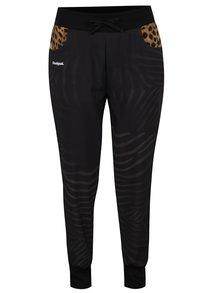 Pantaloni negri Desigual Sport cu model